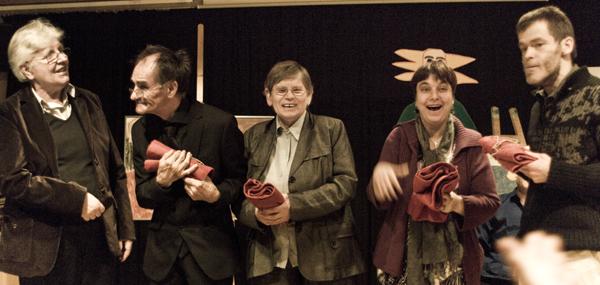 Elisabeth Braun mit Karl Gindele, Ruth Link, Franziska Fiedler und Thomas Zinke (von links) von der Malwerkstatt Wilhelmsdorf. Foto: Alexander Müller