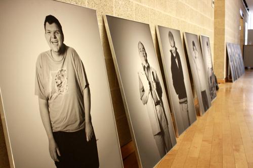 """Vorfreude auf die Ausstellung """"SichtlichMensch – Menschen mit Behinderung fotografieren Menschen mit Behinderung"""""""