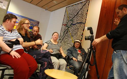 Die Kunstwerkstatt Gmunden gibt der Festival-Tages-Show ein Interview. Foto: Gerhard Schindler