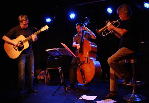 Jazz-Ausklang  mit Stefan Herdtle, Karl-Heinz Wallner und Werner Bystrich (von links). Foto: Gerhard Schindler