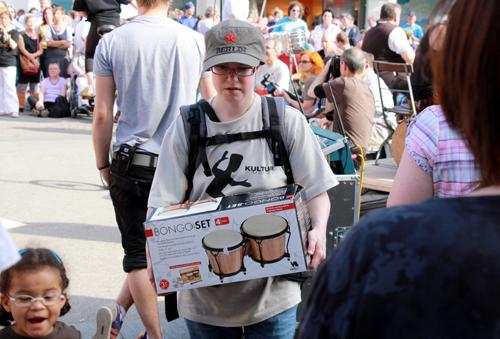 Jeder bringt seine Trommel selbst mit. Foto: Gerhard Schindler