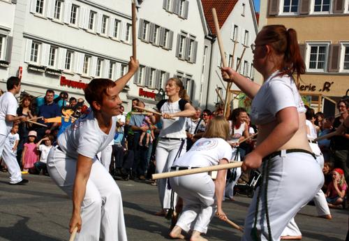 Stocktanz-Einlage vom Capoeira-Workshop. Foto: Gerhard Schindler
