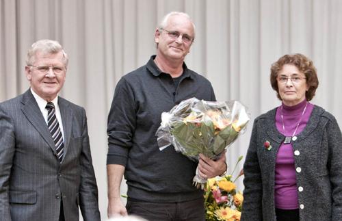 Johannes Joliet zwischen den Stiftern Wilhelm und Christa Sonnemann. Foto: Miriam-Stiftung