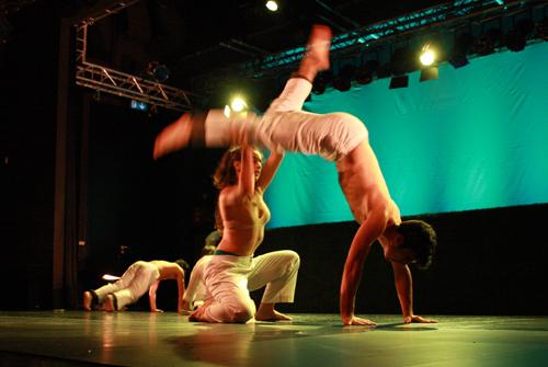 """Die Gruppe Danza Mobile beim Festival Kultur vom Rande 2011 mit """"Dame un segundo"""" (Foto: Gerhard Schindler)"""