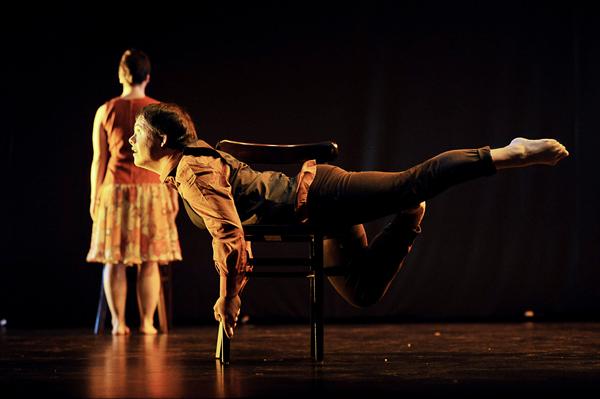 "Die Gruppe Danza Mobile aus Sevilla mit dem Stück ""La Ciudad Encendida"". (Foto: Rachel Álvarez)"