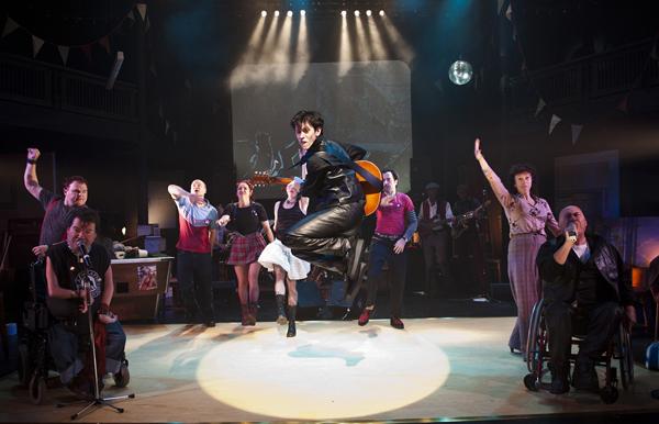 """""""Reasons to be Cheerful"""" von der Graeae Theatre Company aus London ist ein Stück voller Live-Musik. (Foto: Patrick Baldwin)"""