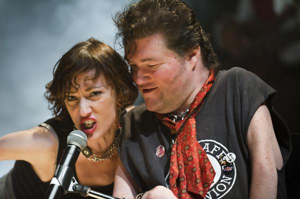 Die Musik von Ian Dury and the Blockheads steht im Mittelpunkt der Show. (Foto: Patrick Baldwin)