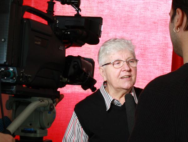 Elisabeth Braun, künstlerische Leiterin des Festivals Kultur vom Rande, im Interview bei der Programm-Pressekonferenz. (Foto: Gerhard Schindler)