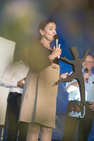 Schirmherrin Carmen Würth wünschte ein Festival voller Fröhlichkeit und Freude. [Foto: Katharina Meier]
