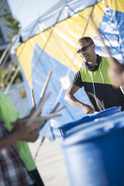 Nach dem Empfang spielten die Reutlinger Beatstomper vor dem Zelt. [Foto: Katharina Meier]