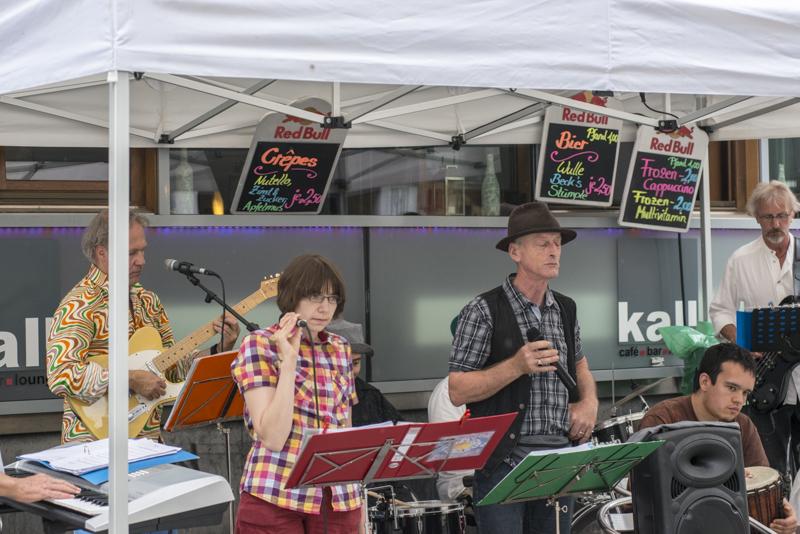 """Inklusive Bands spielen bei """"Musik in der Stadt"""". [Foto: Bastian Rittmann]"""