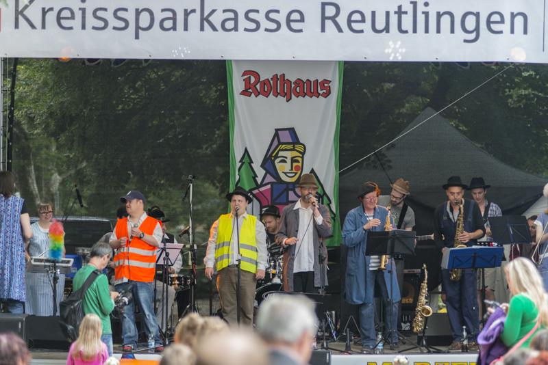 """Inklusive Bands spielen bei """"Musik in der Stadt"""". [Foto: Katharina Meier]"""
