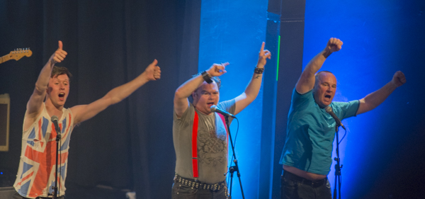 "Die Graeae Theatre Company aus London mit ""Reasons to be Cheerful (Concert Version)"". [Foto: Bastian Rittmann]"