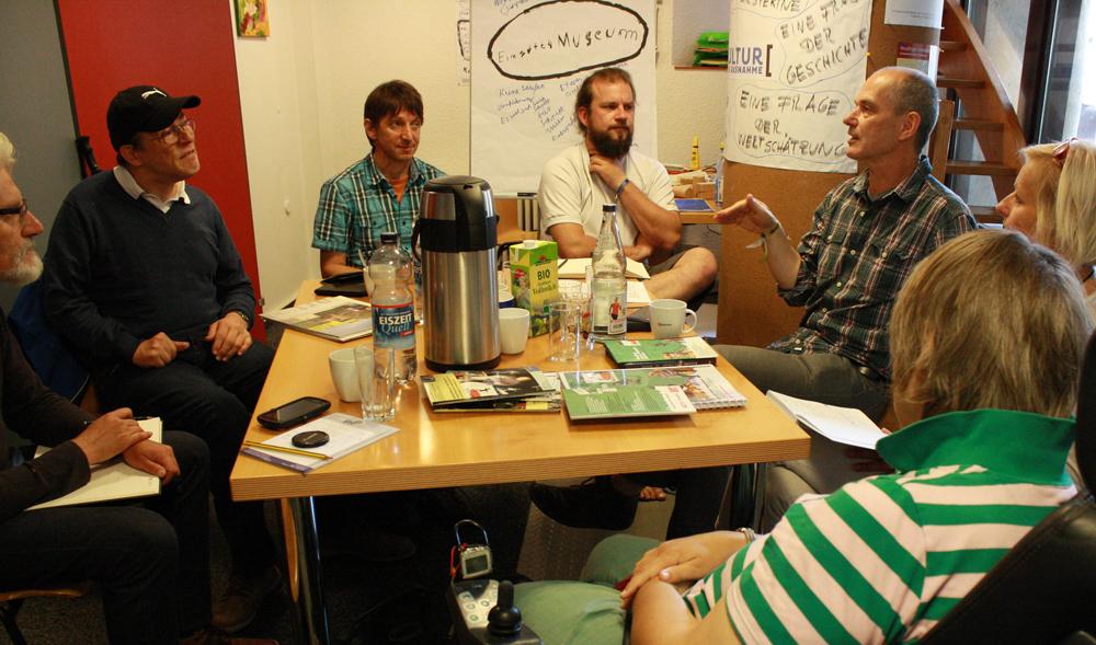 Die Projektgruppe für die Öffentlichkeitsarbeit im Büro von Kultur ohne Ausnahme.