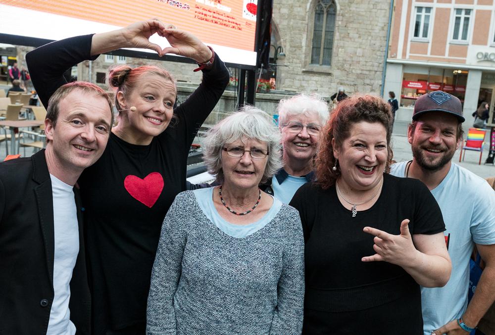 Glückliches Team nach einer gelungenen Veranstaltung (von links): Patrick Bopp, Sanna Valvanne, Rosemarie Henes, Elisabeth Braun, Rita Mohlau und Markus Christ. (Foto: Alexander K. Müller, media&more)